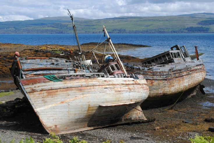 Old boats rotting away