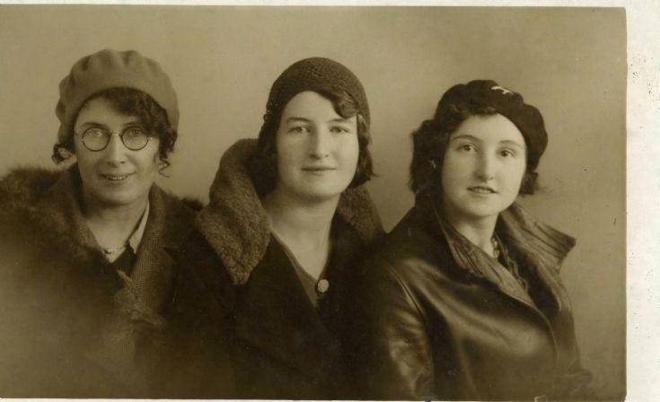 3 Flotta sisters