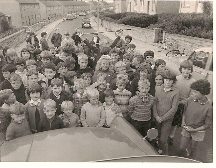 A group of bairns in Kirklands Road
