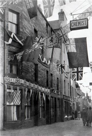 Coronation Bunting in Victoria St.