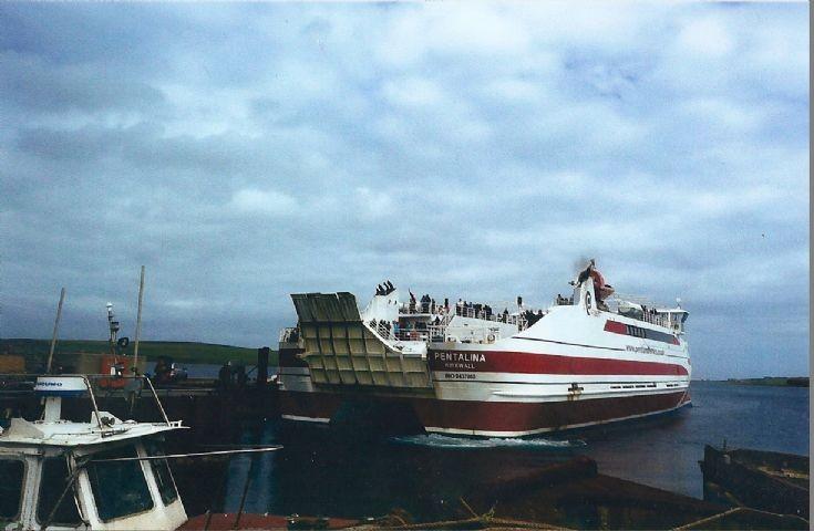 Pentalina arriving at Hope Pier