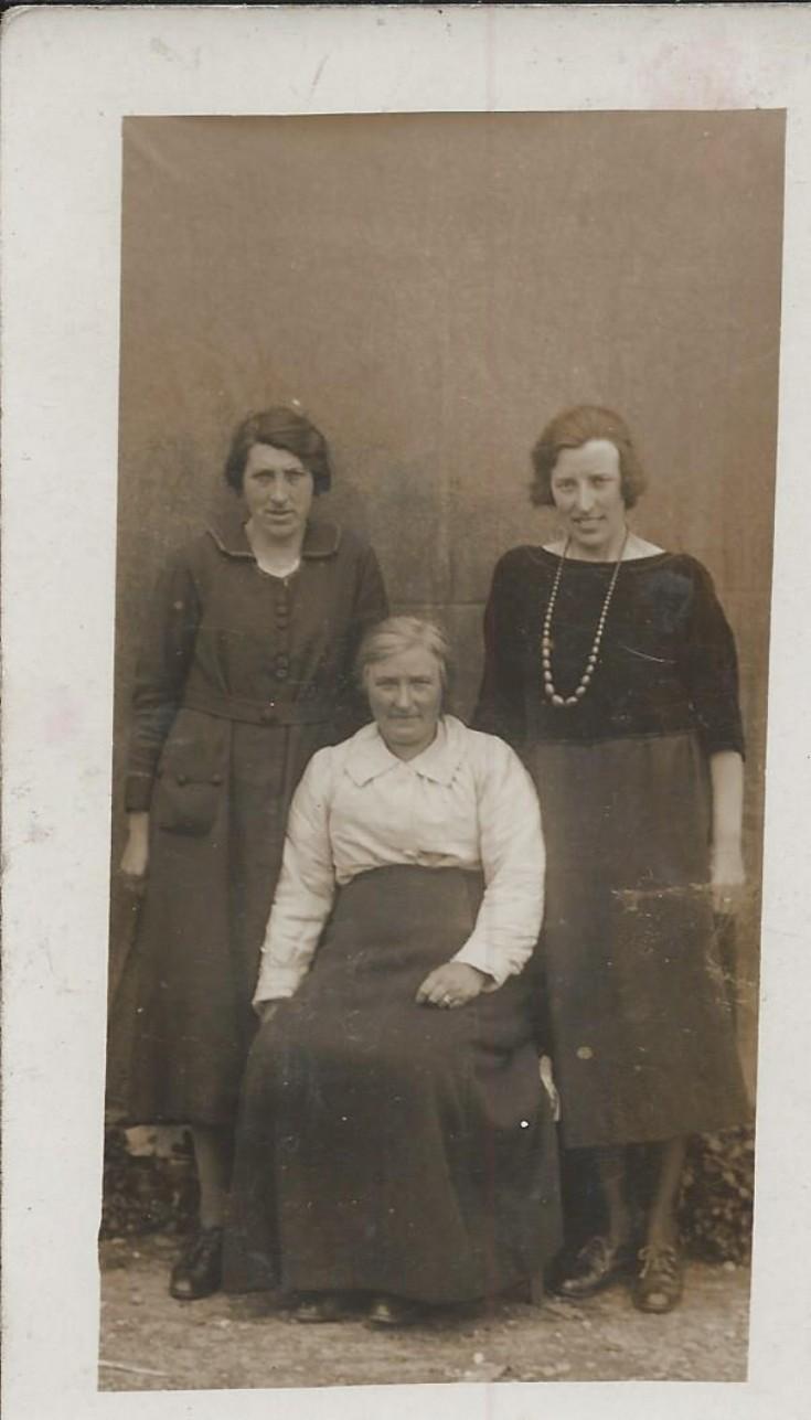 Lizzie, Babbie & Bella Tulloch