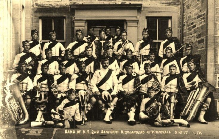 Seaforth Highlanders outside KGS, 1917