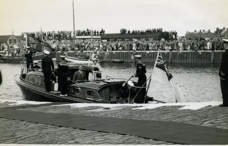 Queen Elizabeth leaves Orkney, 11th August 1959