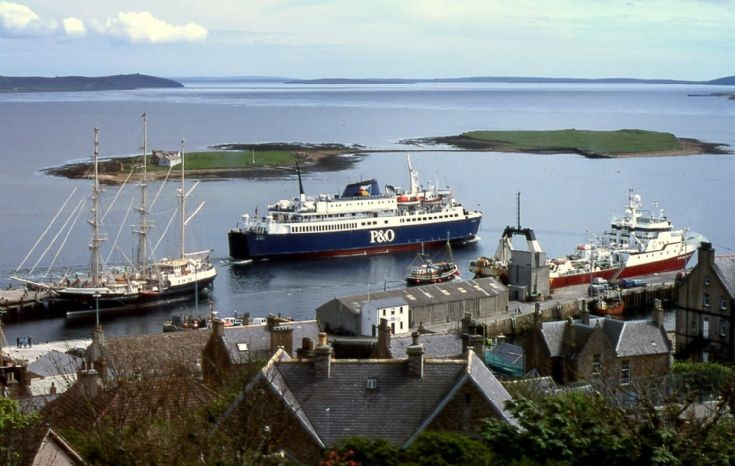 Stromness harbour, May 2001