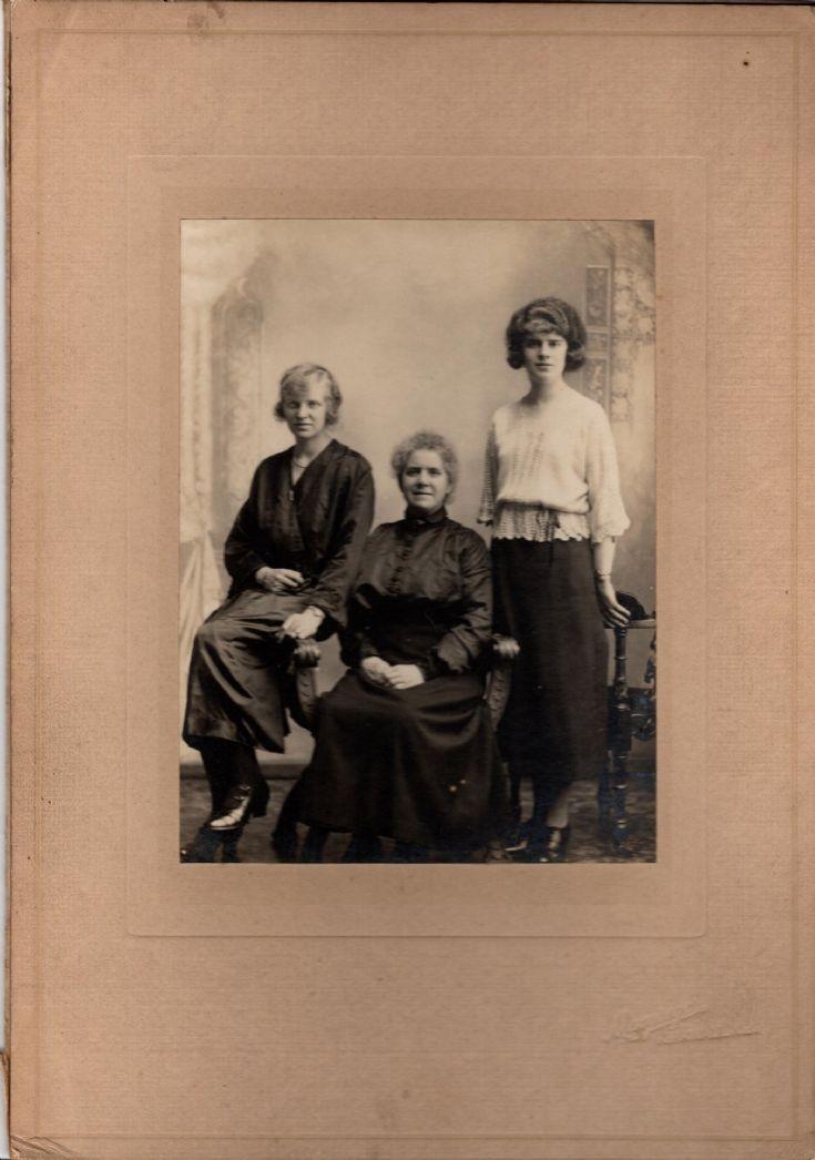 Mrs Flett, Mabel & Anna Gray