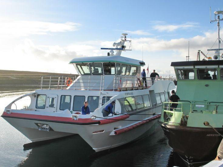 Flotta Lass arrival in Flotta