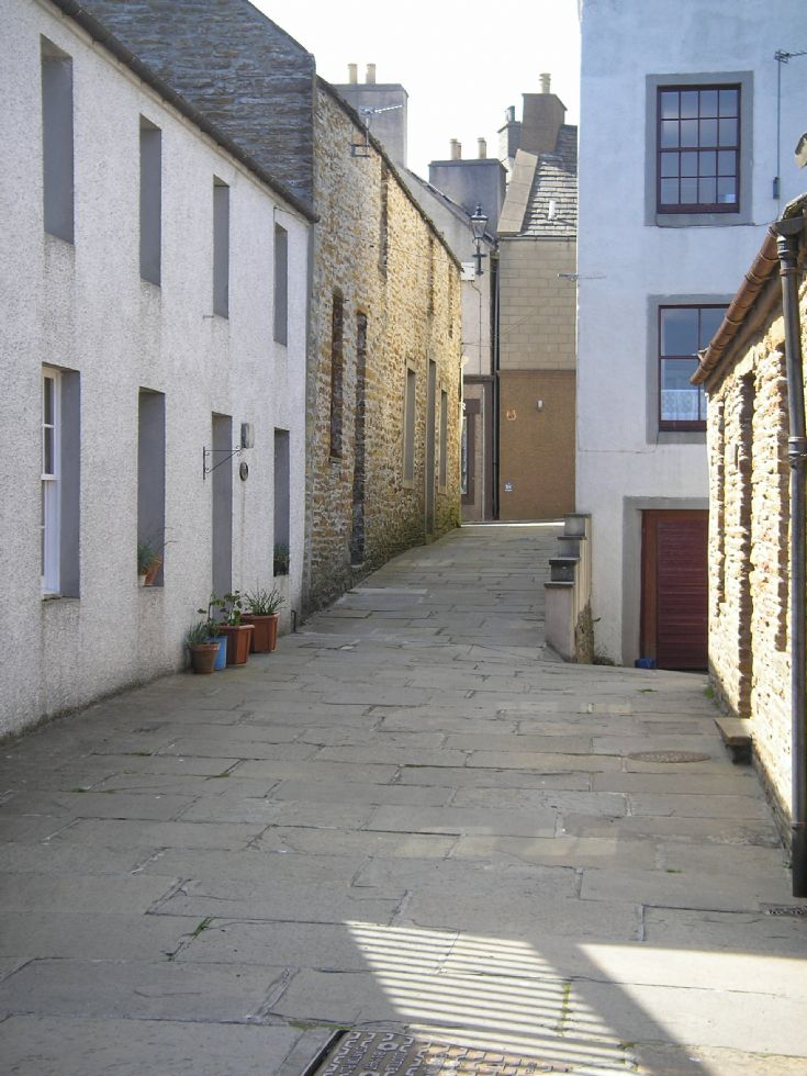 Stromness Close in summer sunshine
