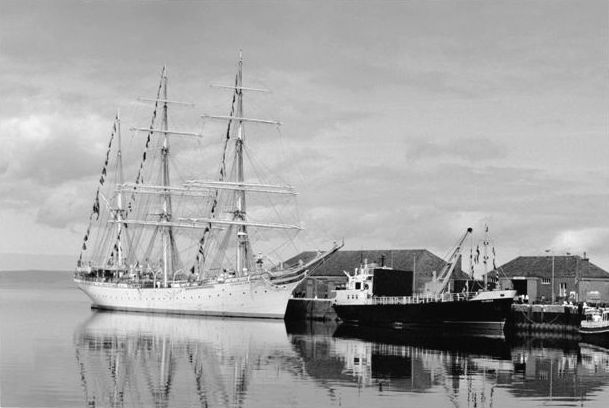 Statsraad  Lehmkuhl and MV Islander'