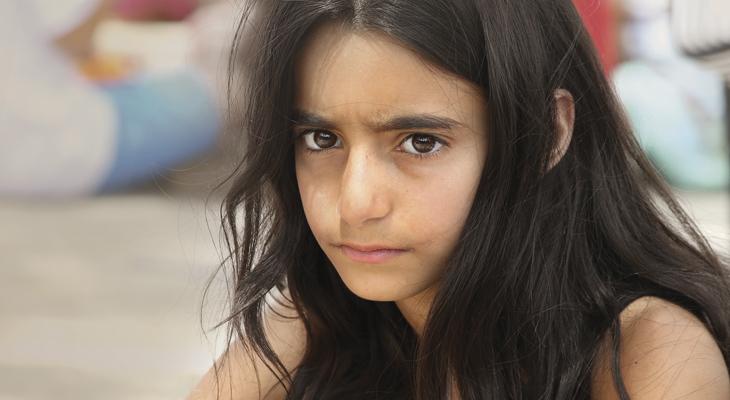 Ihmisiä Lähi-idässä -vuositeemamateriaalin kansikuvan tyttö