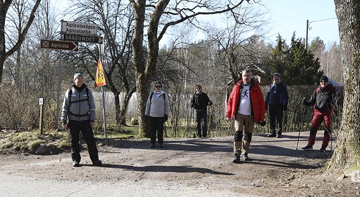 Agricola-kävelijät Agricolan tiellä
