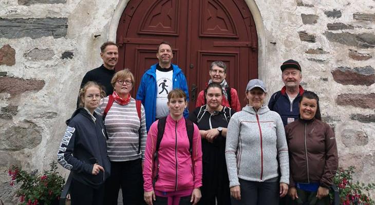 Syyskuun kävelijät Paimion kirkolla