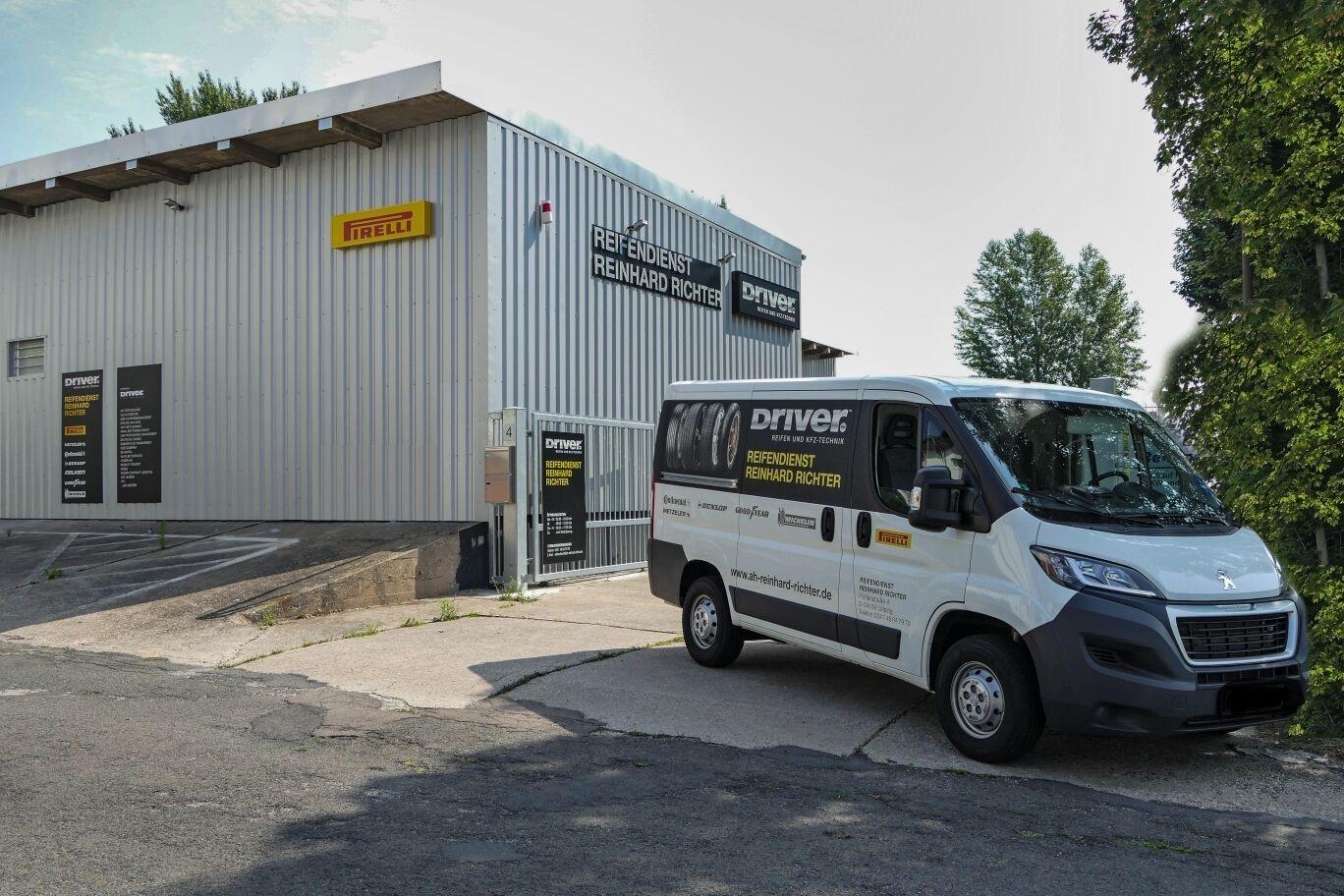 driver center reifendienst reinhard richter reifenh ndler in leipzig driver center. Black Bedroom Furniture Sets. Home Design Ideas