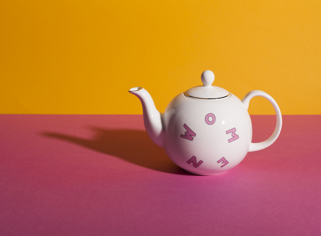 Gillianwearingxbellafreud tea set 5279