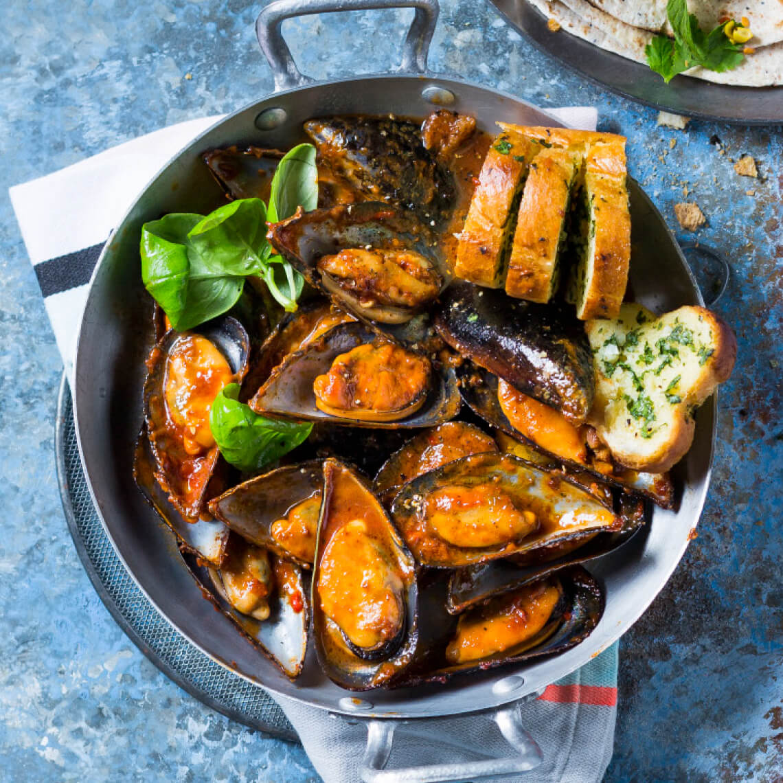 Portuguese sherry mussels with garlic bread