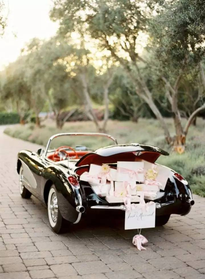 presents wedding car decoration