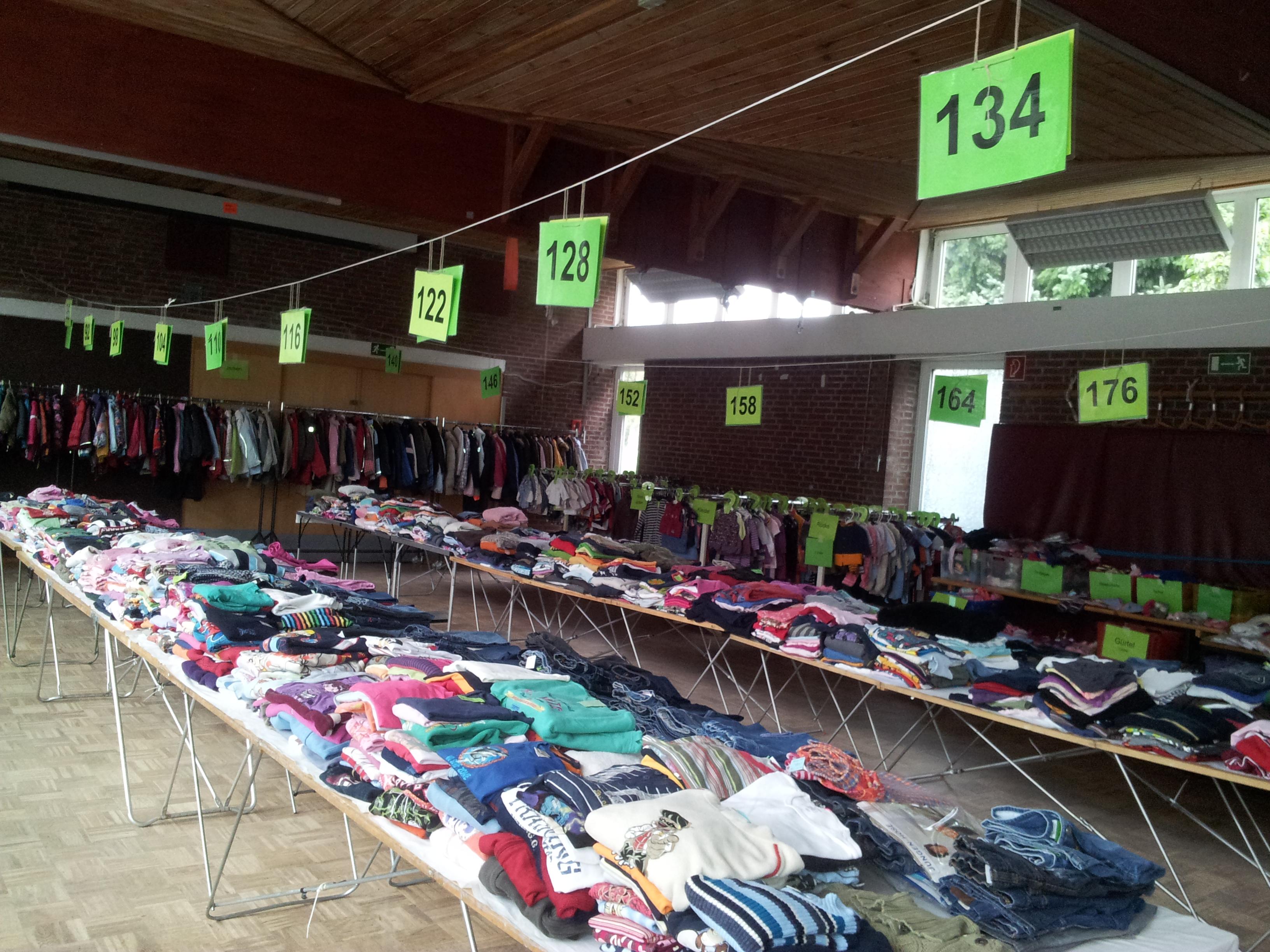 Kinderkleidungs- und Spielzeugmarkt