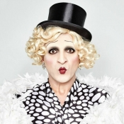 Burlesque trifft Travestie by vanessa P.