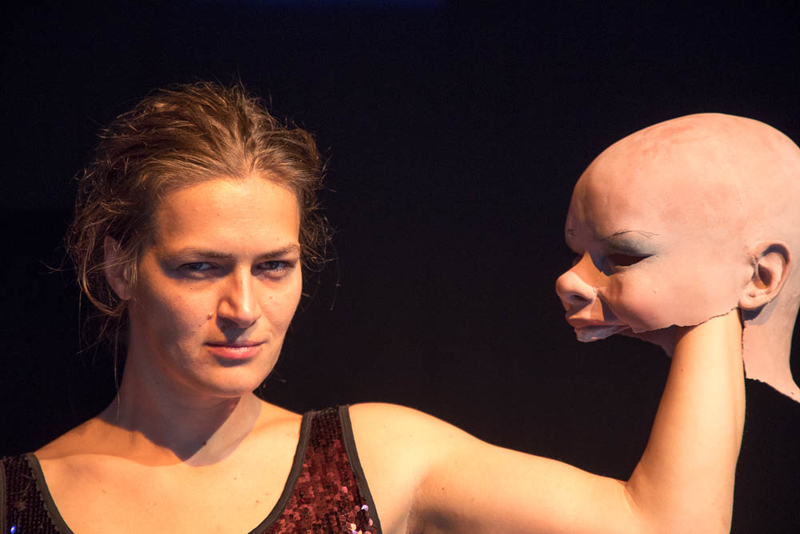 Premiere: Stille In Feindseligen Intervallen - Artscenico