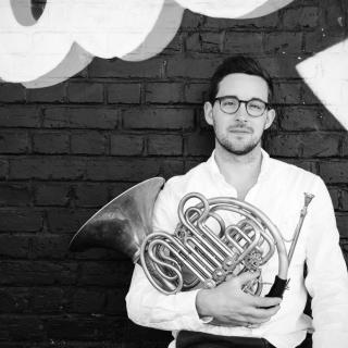 Eine Kleine Hornmusik -Kammermusik für Horn und Streicher