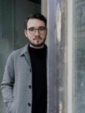 Autorenlesung Lukas Rietzschel - Mit der Faust in die Welt schlagen