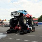 Geschwister Kübler präsentieren Monster Truck Show