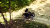 100% Offroad Action im Steinbruch mit Quad und Land Rover