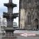 Köln, Kreuzblume (30m vor dem Dom-Hauptportal)