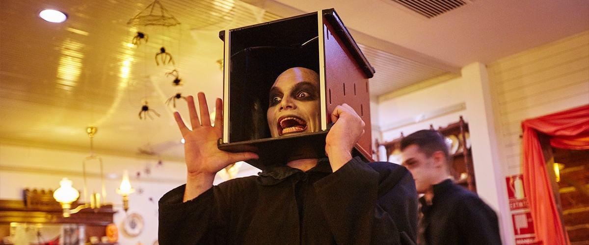 Posada Familia Halloween PortAventura