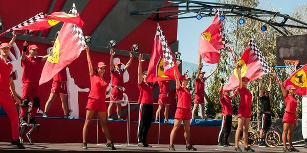 Акробатическое шоу Ferrari Land