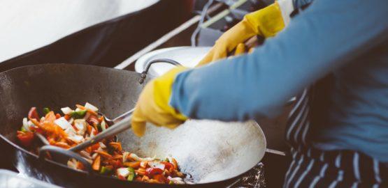 obowiązki szefa kuchni, a kucharza