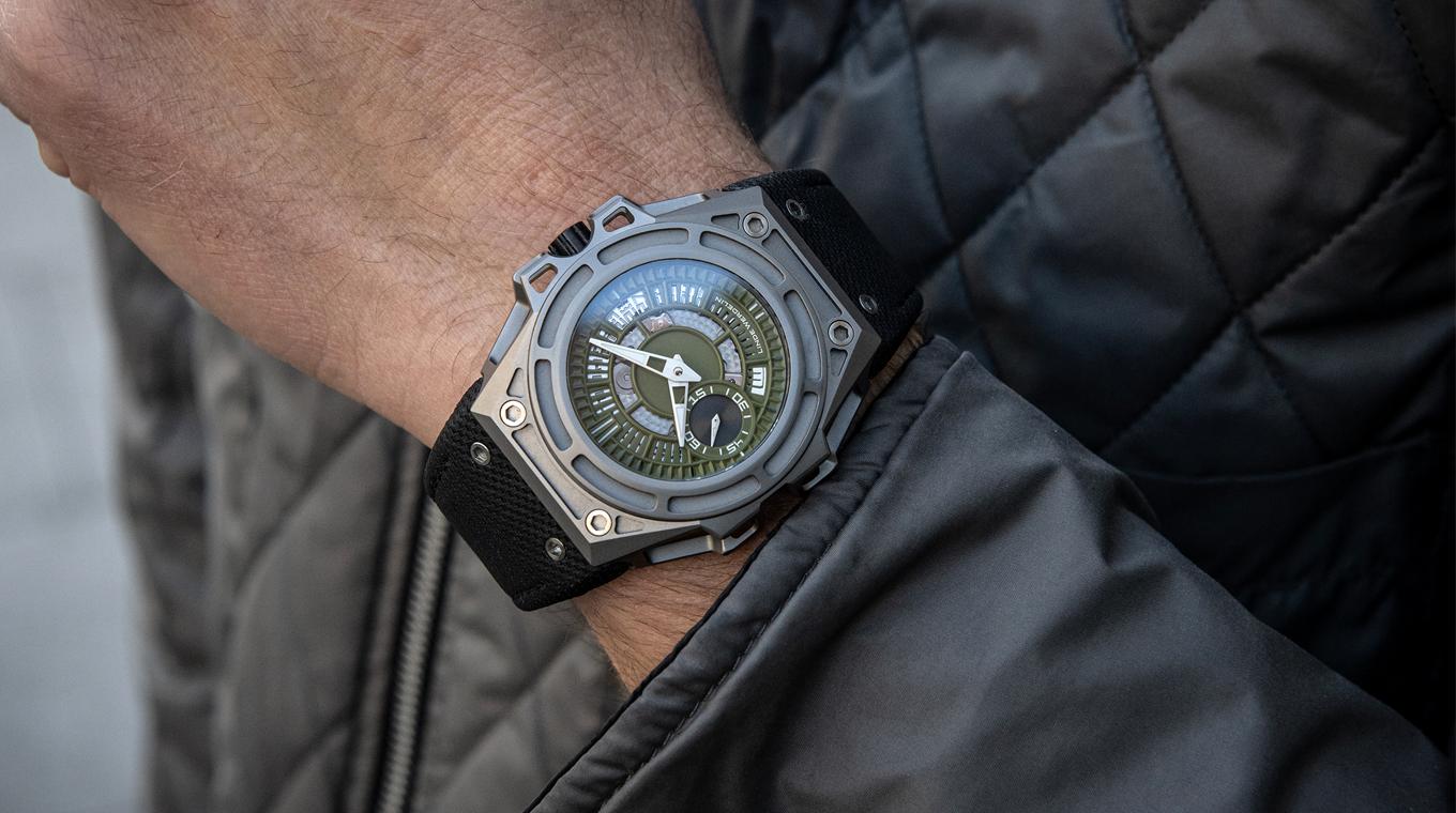 Linde Werdelin watch on wrist