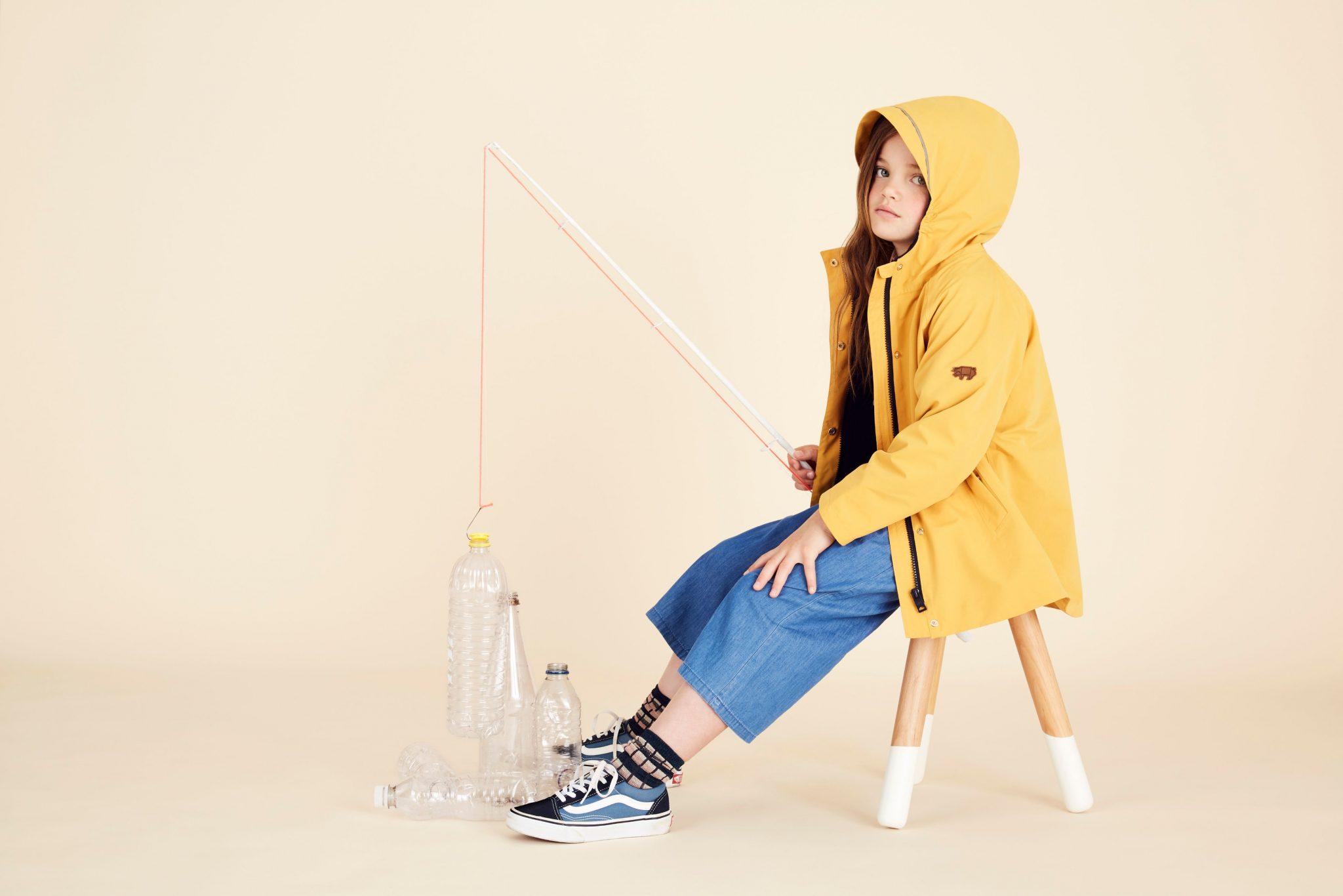 Lifestyle_Fisherman_Yellow_Raincoat