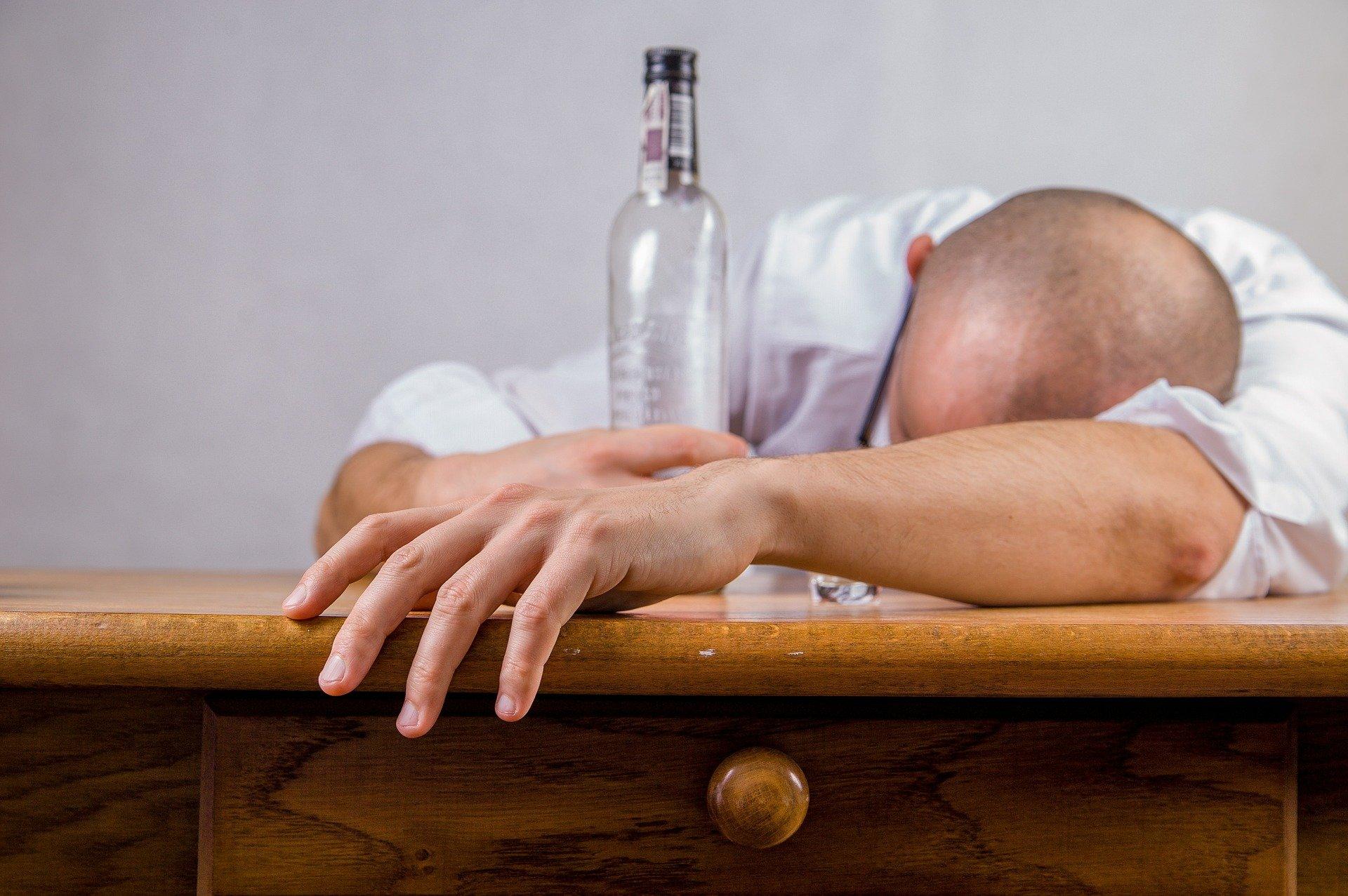 Alcoholismo o trastorno por consumo de alcohol