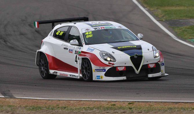 Romeo Ferraris con due Giulietta