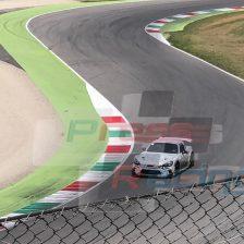 Abarth 124 camuffata in azione al Mugello: evoluzione del Trofeo o GT4?