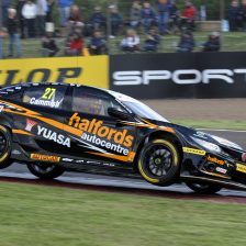 Cammish takes his first BTCC pole
