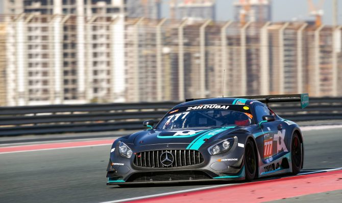 A Dubai prima fila Mercedes