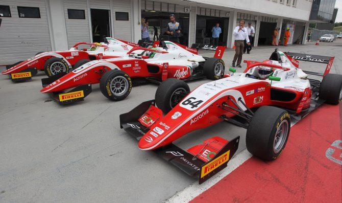 Un test FIA F3 per il campione