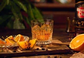 Preparazione ricetta 7 Sips Orange and Coffee Havana club