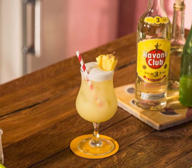 Pi a colada recipe rum cocktails havana club for Cocktail pina colada