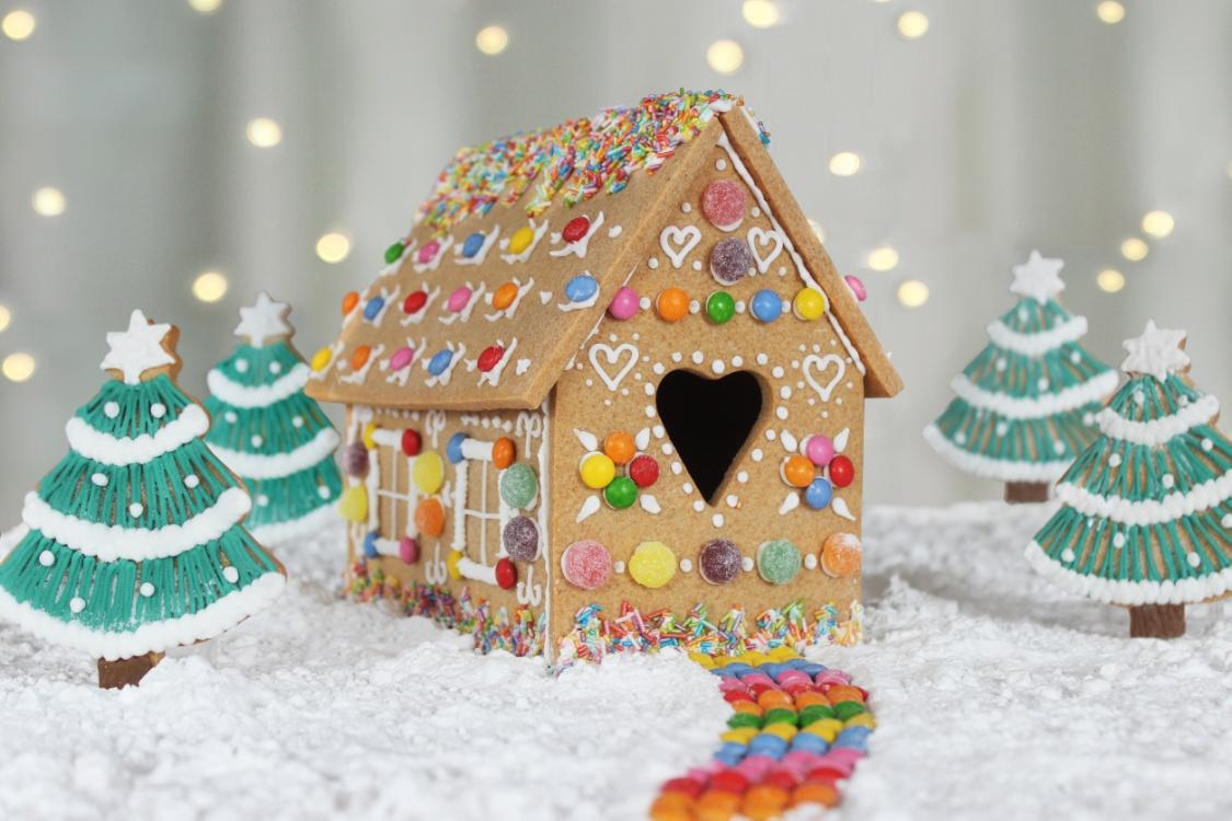 10 Off Diy Gingerbread House Kit Priority