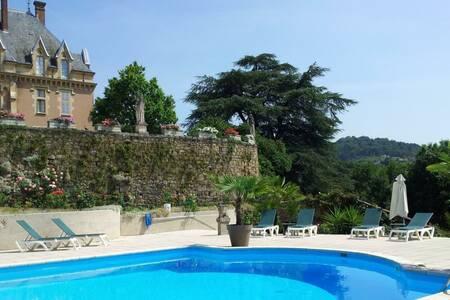 Urbilhac (Chateau D'), Salle de location Lamastre  #0