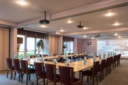 Hotel The OriginalsDu Golf De L'Ailette Laon Sud, Salle de location Chamouille  #0