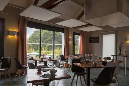 Hotel The Originals Saint-Brieuc Nord Au Chêne Vert, Salle de location Plérin  #0