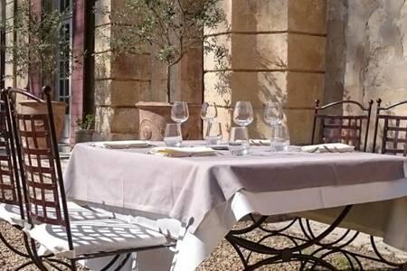 Château De Roussan, Restaurant Saint-Rémy-de-Provence  #0