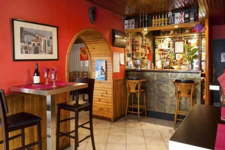 Conakry, Restaurant Lyon Victor Bach Saint Louis #0