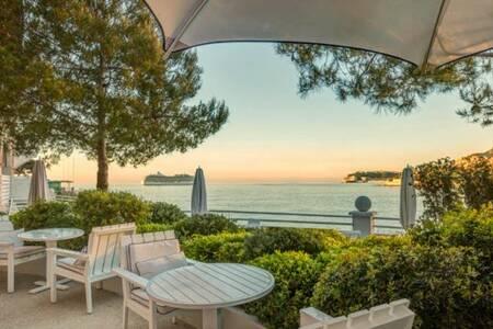 Elsa - Hôtel Monte-Carlo Beach, Restaurant Roquebrune-Cap-Martin  #0