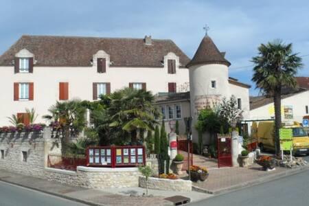 Hostellerie Des Ducs, Salle de location Duras  #0