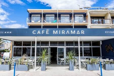 Hotel Café Miramar, Salle de location Le Grau-du-Roi  #0